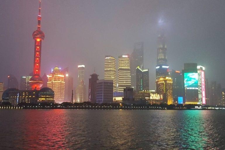 Skyline de Shanghái por la noche y Paseo en barco por la bahía