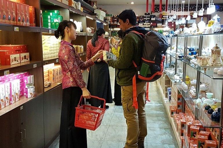 El arte de preparar y servir té Tour a la casa de té /  Maliandao Tea Street