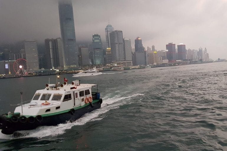 Cruzar de Kowloon a la Hong Kong Island en barco