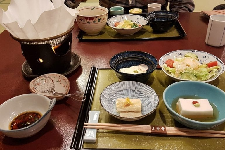 Urbanidad en la mesa japonesa…