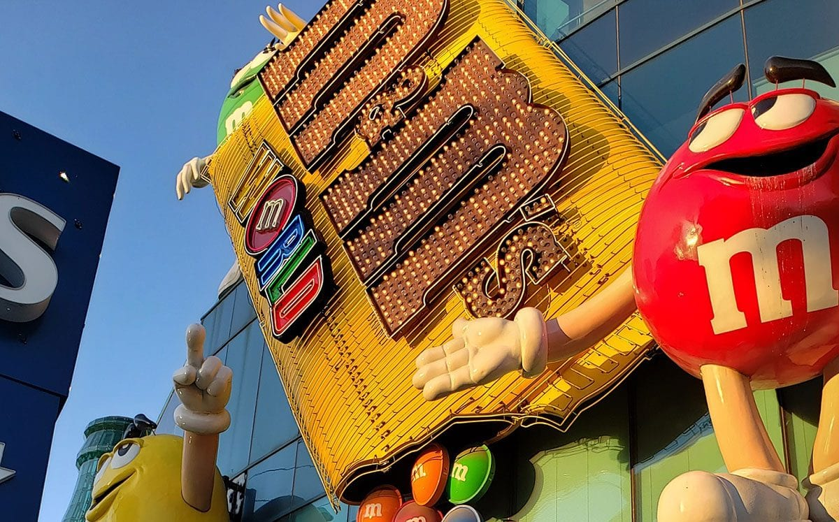 M & M's World  vs Hershey's Chocolate World