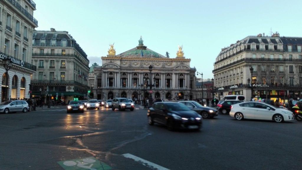París… la Ciudad de la Luz… la ciudad del amor… la capital de la moda…