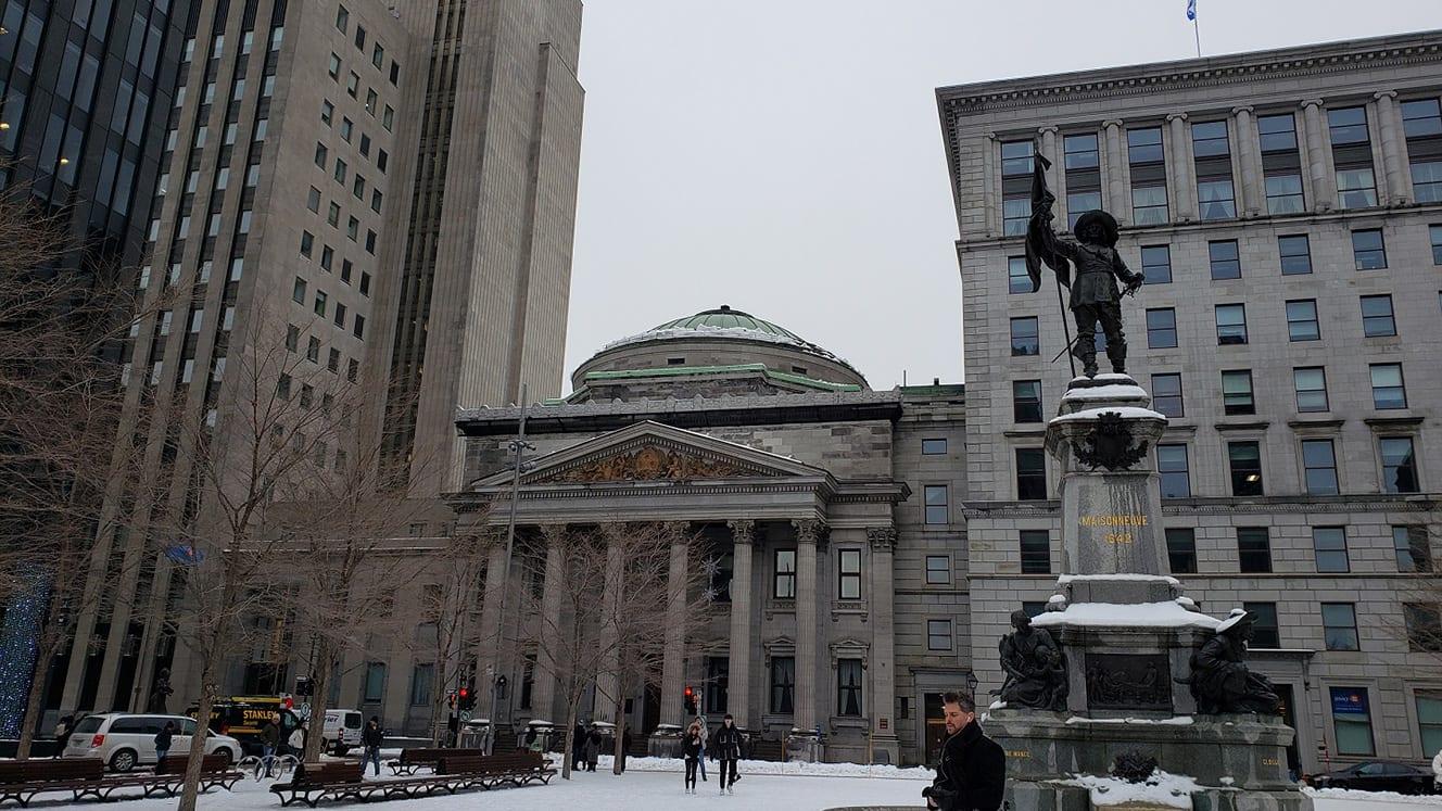 Place d'Armes… plaza del Vieux-Montreal