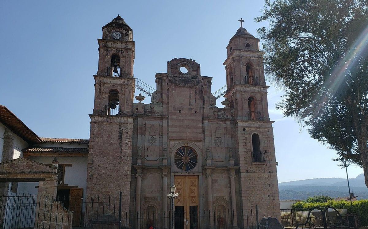 Templo de Santa María Ahuacatlán… y su milagroso Cristo Negro