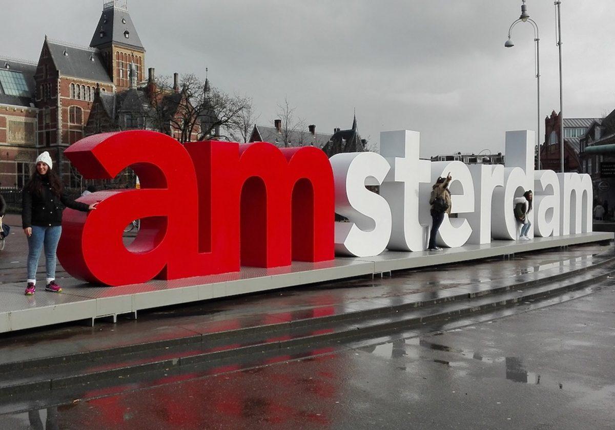 Iamsterdam… la clásica selfie en las letras más icónicas